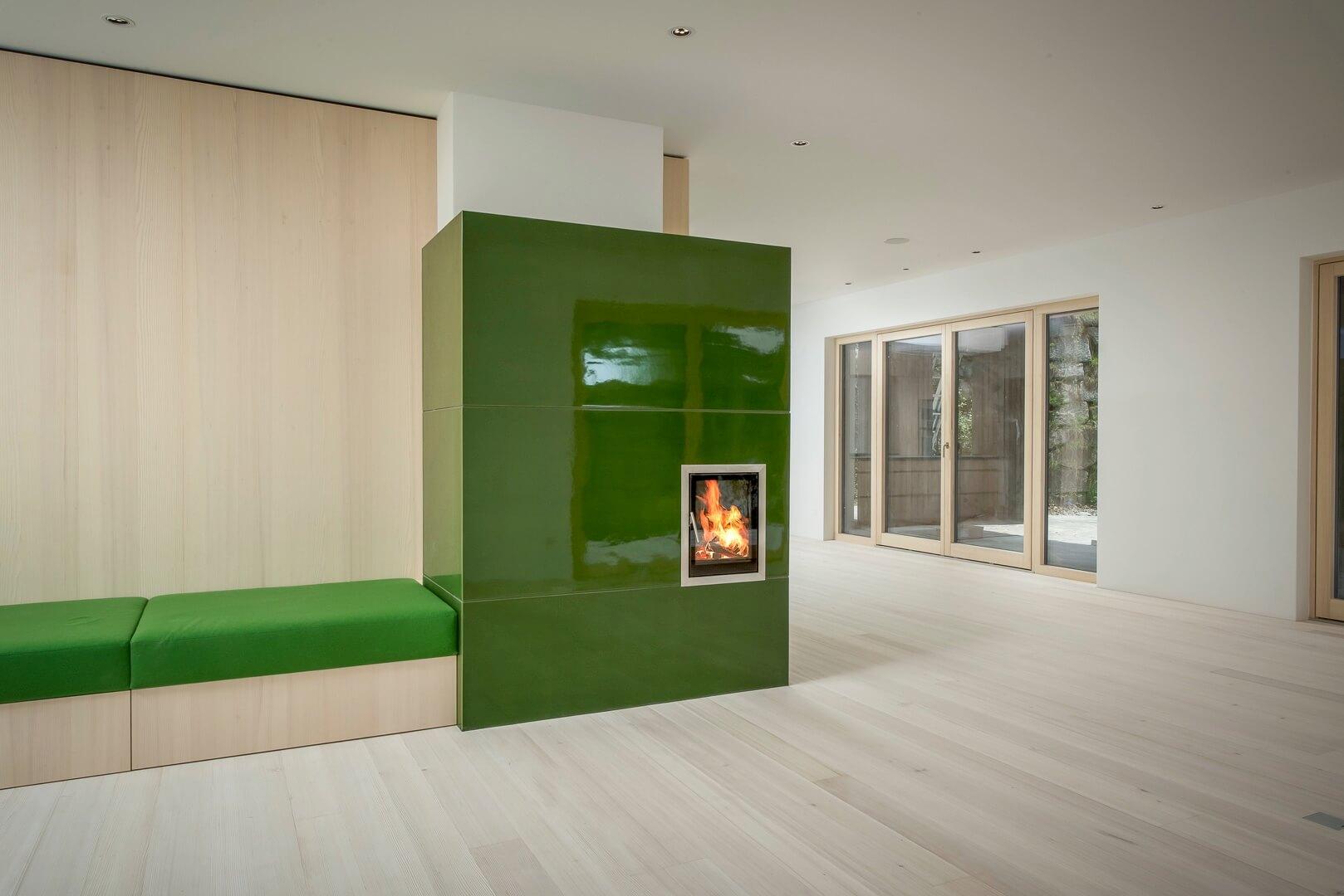 kachelofen holz amazing eckkamin kesselkamin eos schiefer. Black Bedroom Furniture Sets. Home Design Ideas